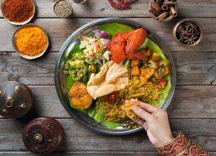 En India y Oriente Medio s�lo se puede usar la mano derecha para comer. Fotograf�a: Shutterstock.