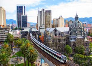 El Metro de Medellín es uno de los referentes de transformación urbana y un orgullo para sus habitantes, que lo cuidan como a su propia casa. Foto: Medellín.travel.