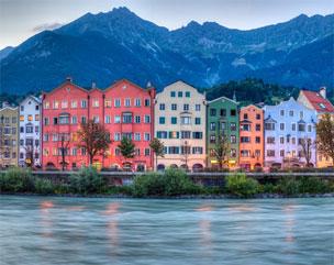 Vista panorámica de la ciudad de Innsbruck, aposentada a los pies del río Inn.