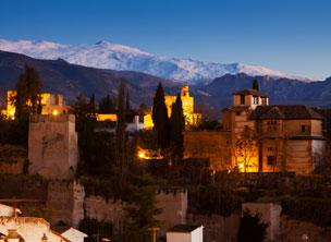 La Alhambra y Sierra Nevada al fondo. | Foto: Shutterstock.